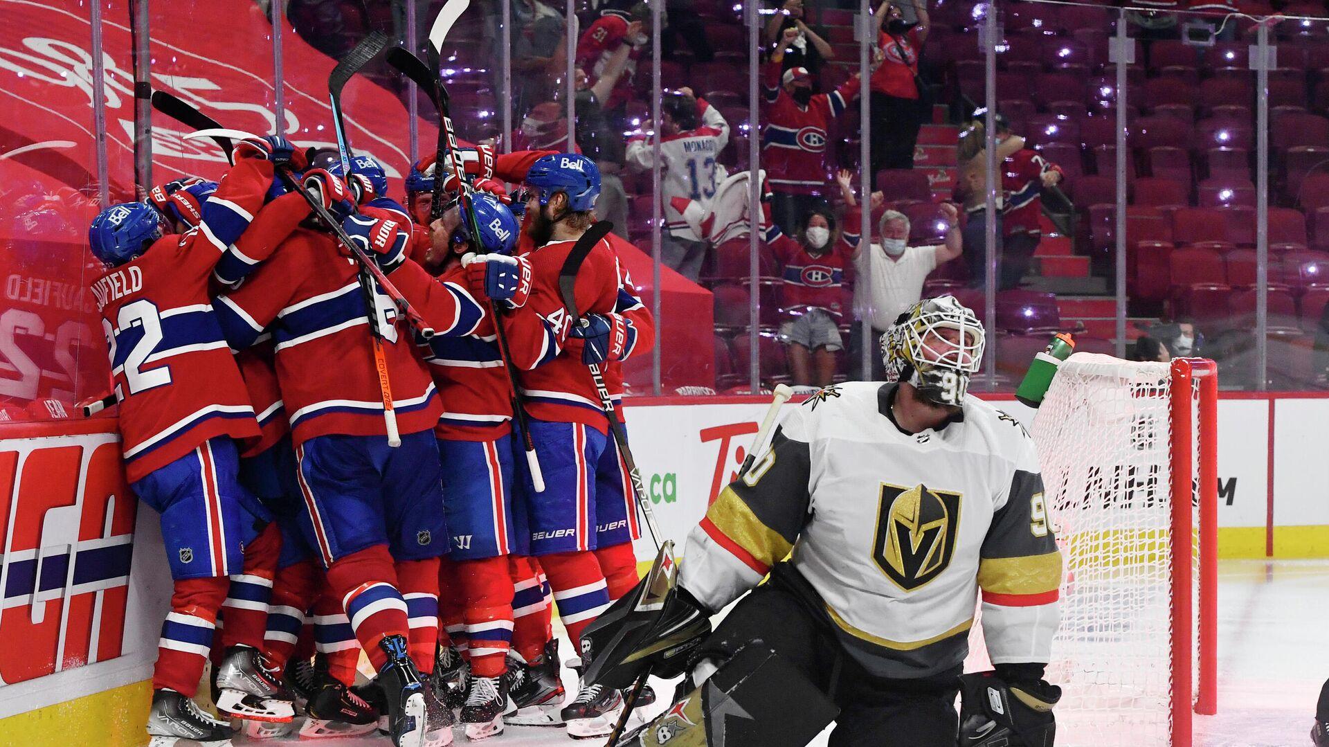 Хоккеисты Монреаль Канадиенс празднуют победу в матче с Вегас Голден Найтс - РИА Новости, 1920, 25.06.2021