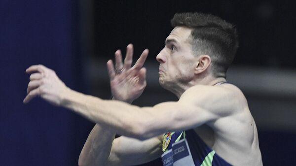 Илья Иванюк принимает участие в соревнованиях по прыжкам в высоту Битва полов в Москве.