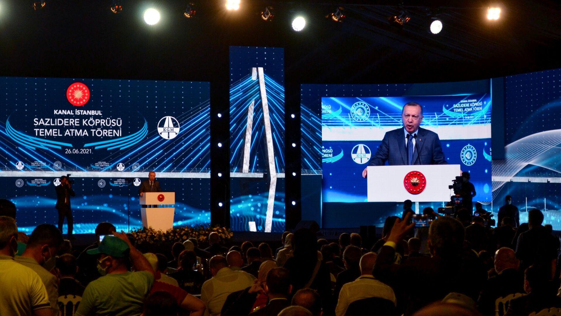 Президент Турции Реджеп Тайип Эрдоган выступает на церемонии начала строительства канала Стамбул - РИА Новости, 1920, 26.06.2021