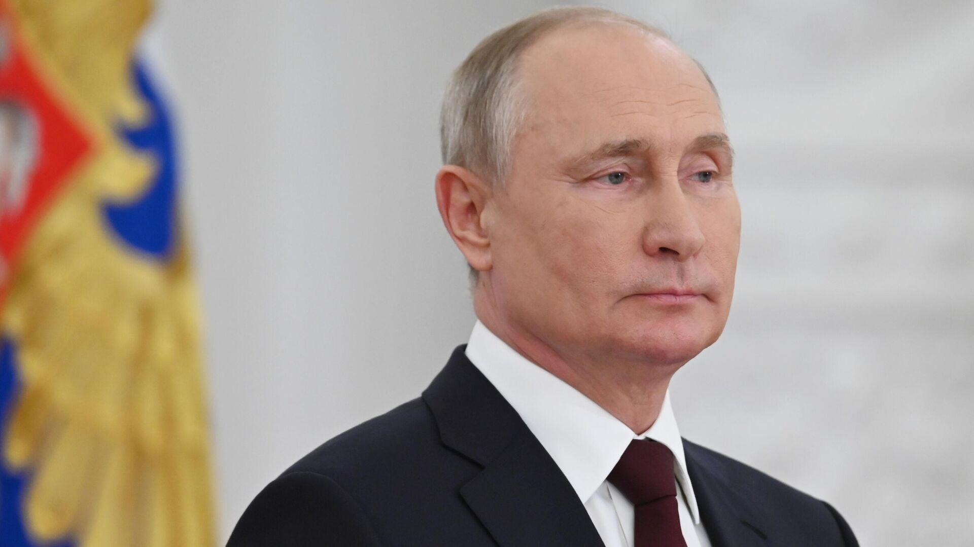 Президент РФ Владимир Путин во время встречи с выпускниками военных вузов - РИА Новости, 1920, 01.07.2021