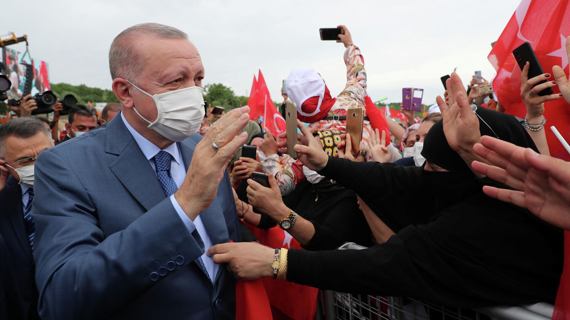 Президент Турции Реджеп Тайип Эрдоган перед началом церемонии начала строительства канала Стамбул - РИА Новости, 1920, 29.06.2021