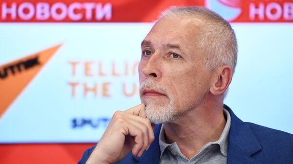 Историк Алексей Юдин во время пресс-конференции