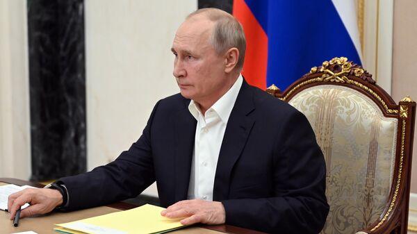 Президент РФ Владимир Путин проводит совещание по подготовке специальной программы Прямая линия с Владимиром Путиным, которая состоится 30 июня