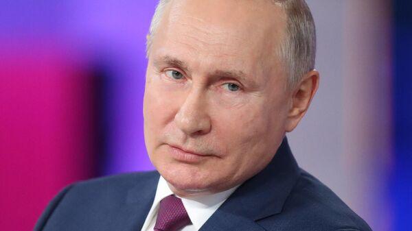 Путин посоветовал обратить внимание на чиновников, запугивающих людей