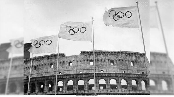 Олимпийские флаги у Колизея, 1960 год