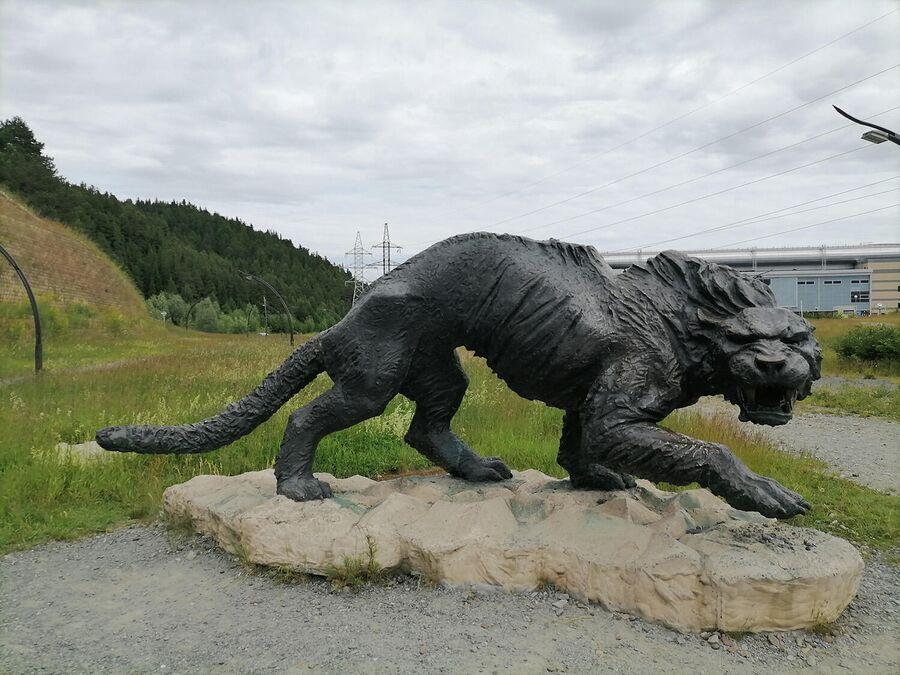 Саблезубый тигр в Археопарке в Ханты-Мансийске