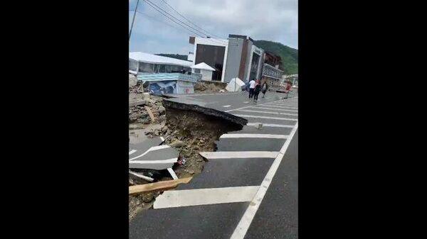 Последствия паводка: разрушенная трасса Джубга - Сочи