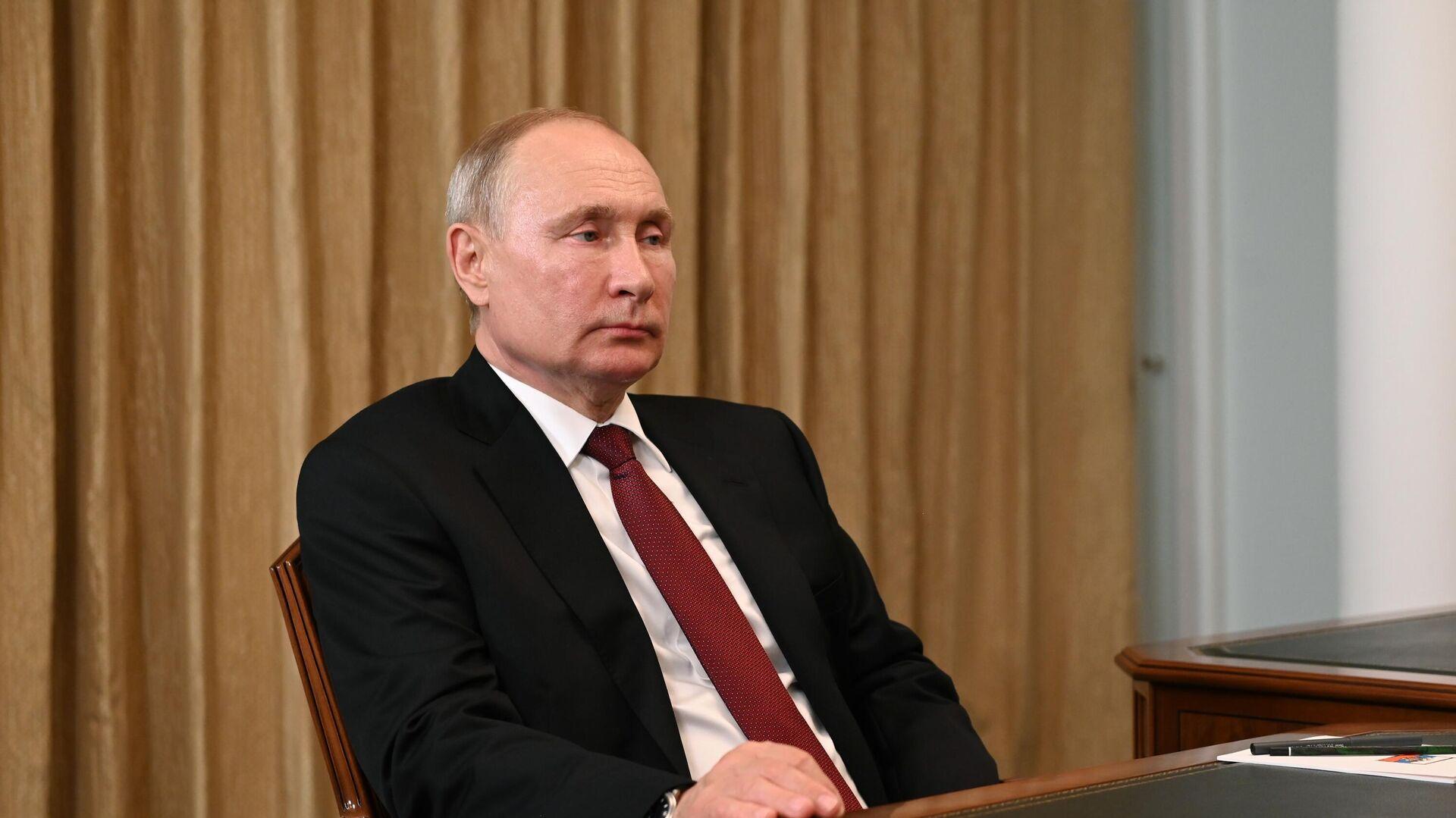 Президент РФ Владимир Путин во время встречи в Кемерово с губернатором Кемеровской области Сергеем Цивилевым - РИА Новости, 1920, 07.07.2021
