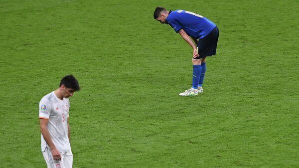 Футболисты сборной Испании Жерар Морено и Италии Жоржиньо