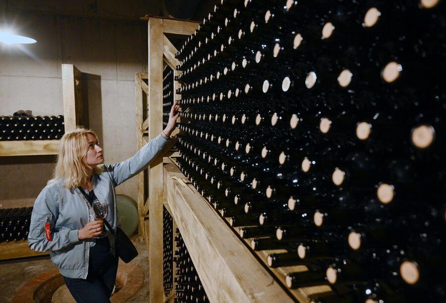 Экскурсия на производстве вина Гиуаани в селе Манави в Грузии