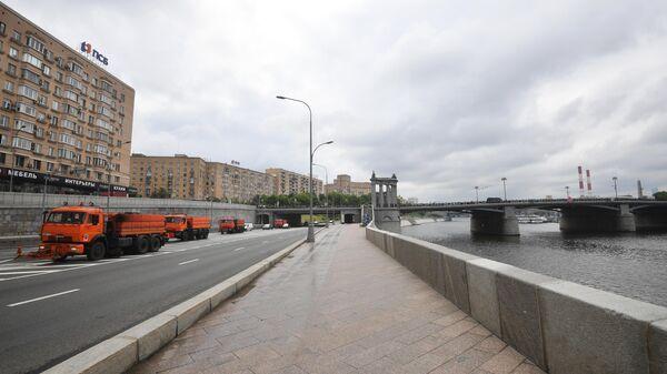 Смоленская набережная в Москве