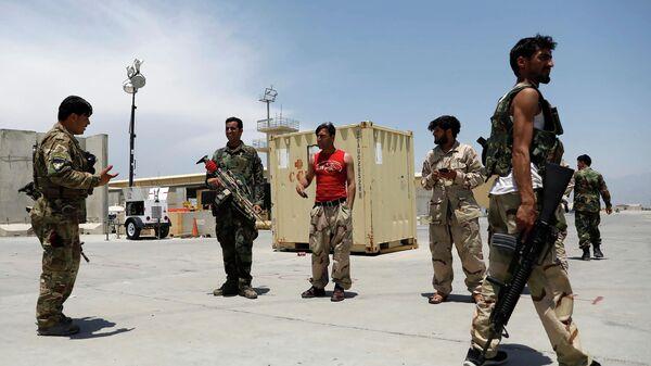 Афганские военнослужащие на американской авиабазе Баграм в Афганистане