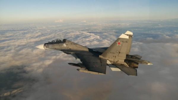 Истребители Су-30 сопроводили американский Boeing над Черным морем. Кадры Минобороны РФ
