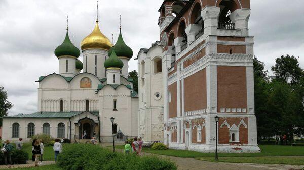 Суздаль. Спасо-Преображенский собор и Монастырская звонница Спасо-Ефимиева монастыря