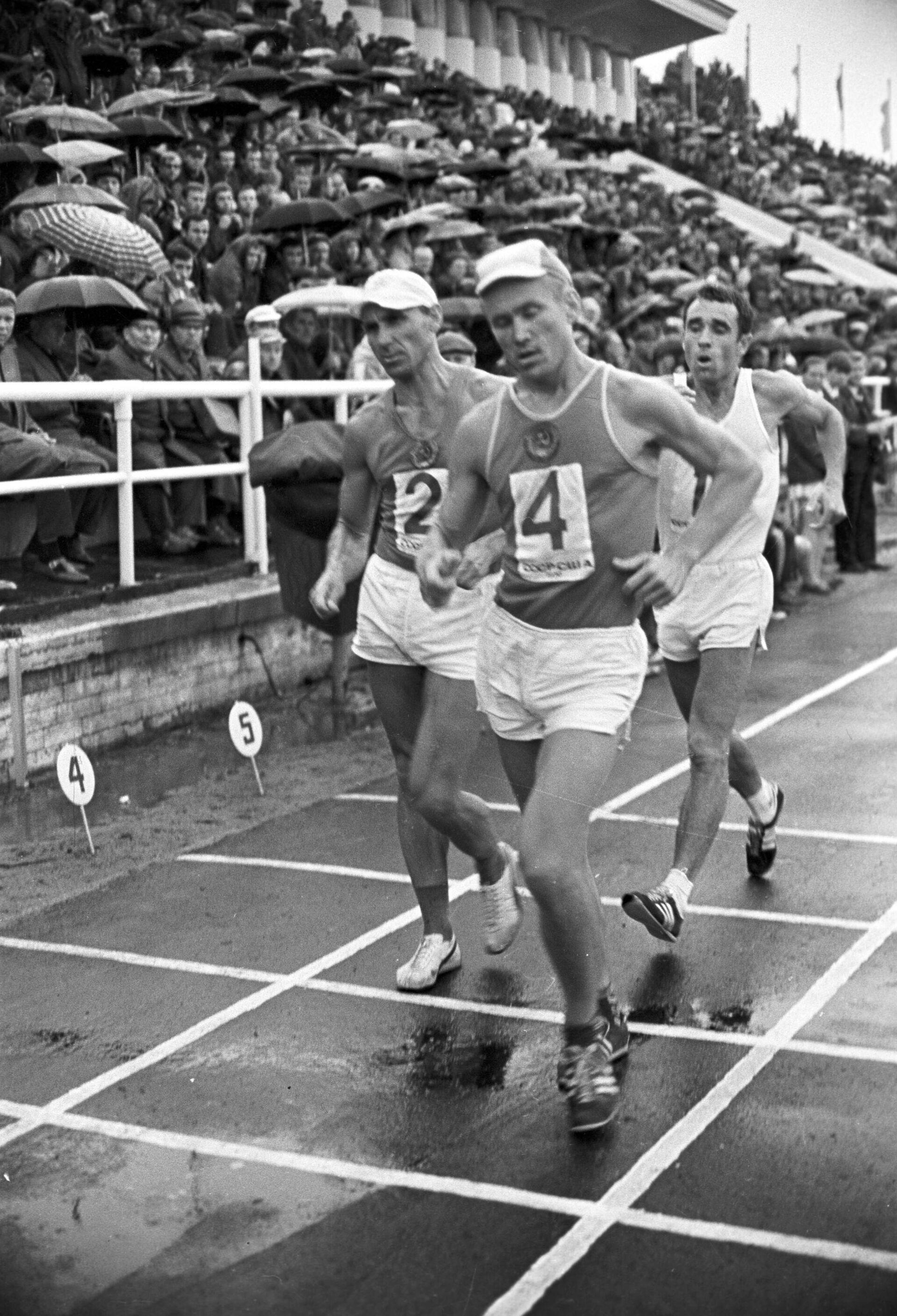 Участники Олимпийских игр 1968 года в Мехико Николай Смага (№4) и Владимир Голубничий (№2) - РИА Новости, 1920, 12.07.2021
