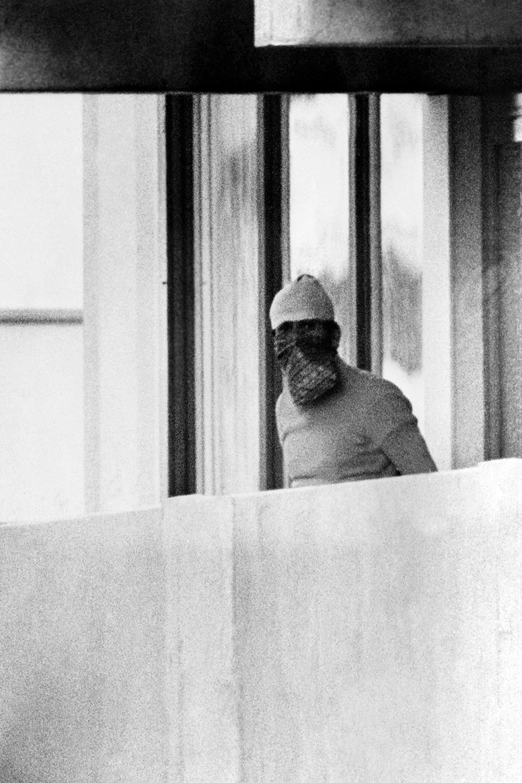 Член группировки Черный сентябрь во время захвата израильской делегации спортсменов на Олимпийских играх 1972 года - РИА Новости, 1920, 13.07.2021