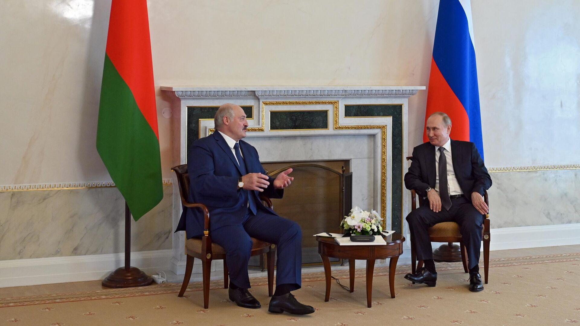 Президент РФ Владимир Путин и президент Белоруссии Александр Лукашенко  во время встречи - РИА Новости, 1920, 14.07.2021