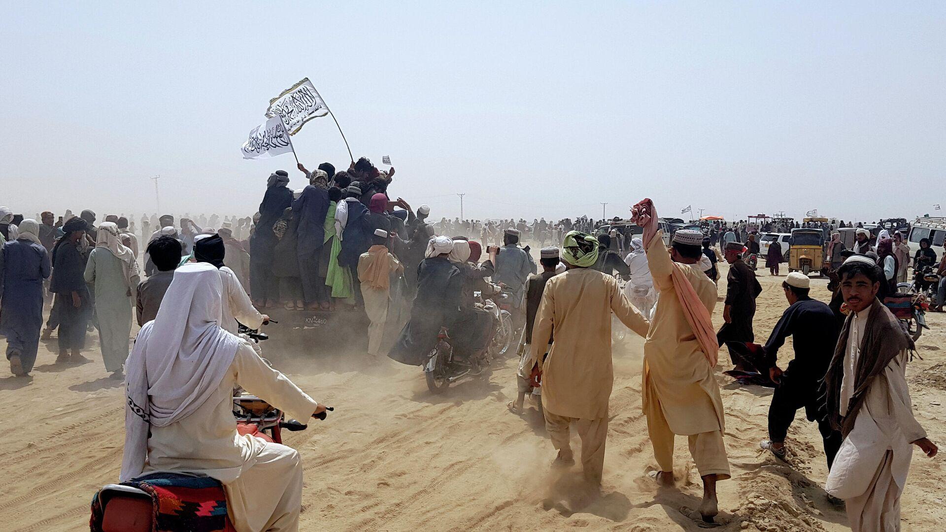 Сторонники Талибана* на границе Афганистана и Пакистана - РИА Новости, 1920, 16.07.2021
