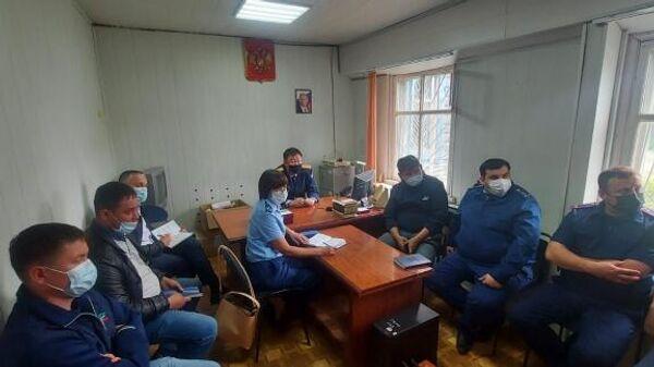 Совещание по поводу обнаружения изрезанного тела младенца в селе Ильинка Республики Бурятия