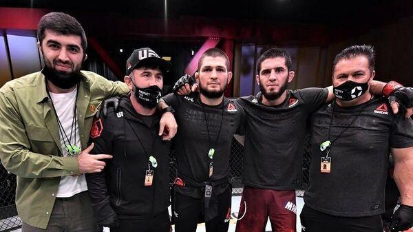 Ислам Махачев и его команда на UFC 258