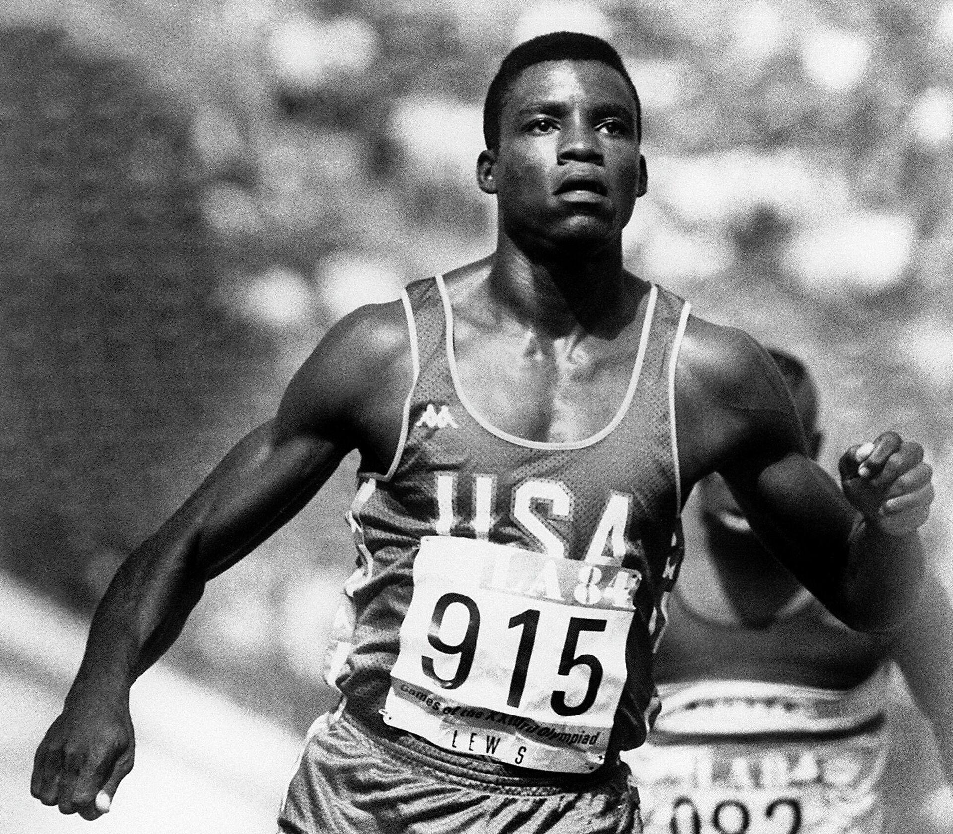 Четырехкратный олимпийский чемпион Игр 1984 года в Лос-Анджелесе Карл Льюис - РИА Новости, 1920, 18.07.2021
