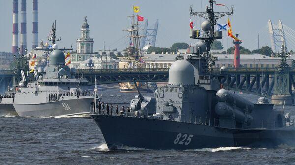Большой ракетный катер проекта 12411 Димитровград на репетиции парада в честь Дня ВМФ в Санкт-Петербурге