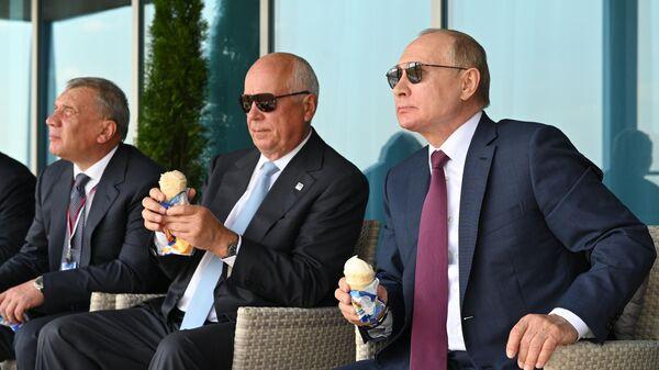 Президент РФ Владимир Путин на Международном авиационно-космическом салоне МАКС-2021