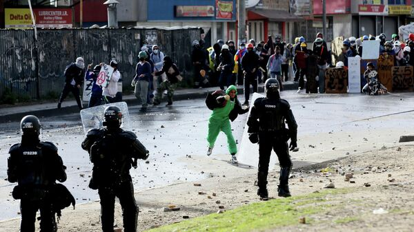 Столкновения протестующих с полицией в Боготе, Колумбия