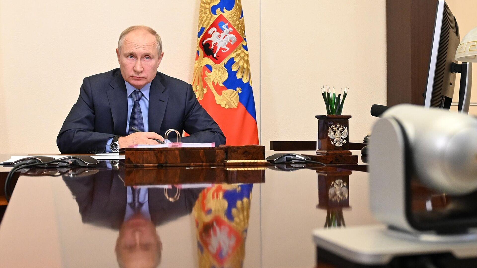 Президент РФ Владимир Путин проводит совещание с членами правительства РФ в режиме видеоконференции - РИА Новости, 1920, 21.07.2021