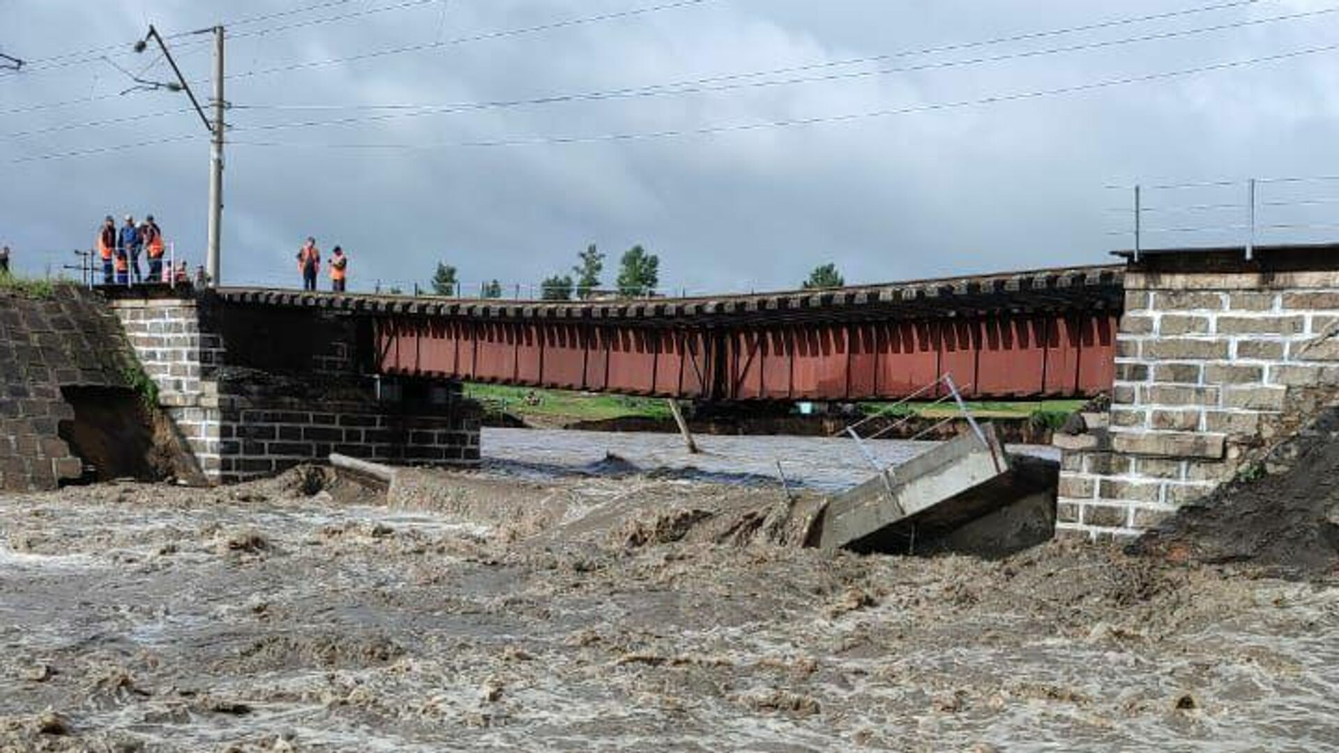 На месте обрушения железнодорожного моста в Забайкальском крае - РИА Новости, 1920, 23.07.2021