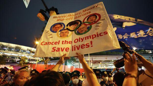 Протесты в Токио во время открытия Олимпийских игр.