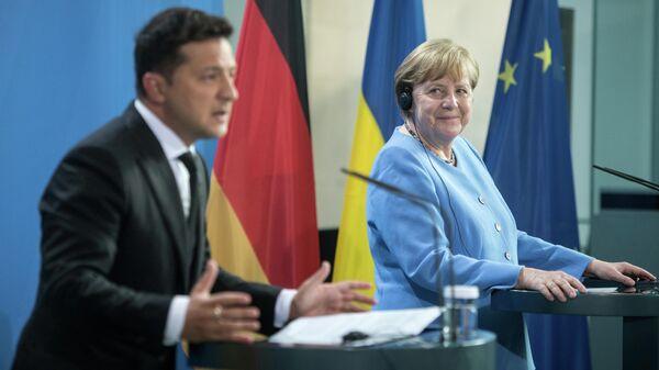 Президент Украины Владимир Зеленский и канцлер Германии Ангела Меркель перед переговорами в Берлине