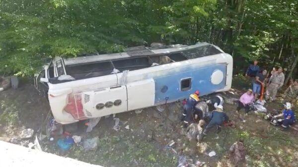 На Кубани автобус с туристами попал в ДТП