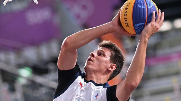Игровой момент матча по баскетболу 3х3 Россия - Польша
