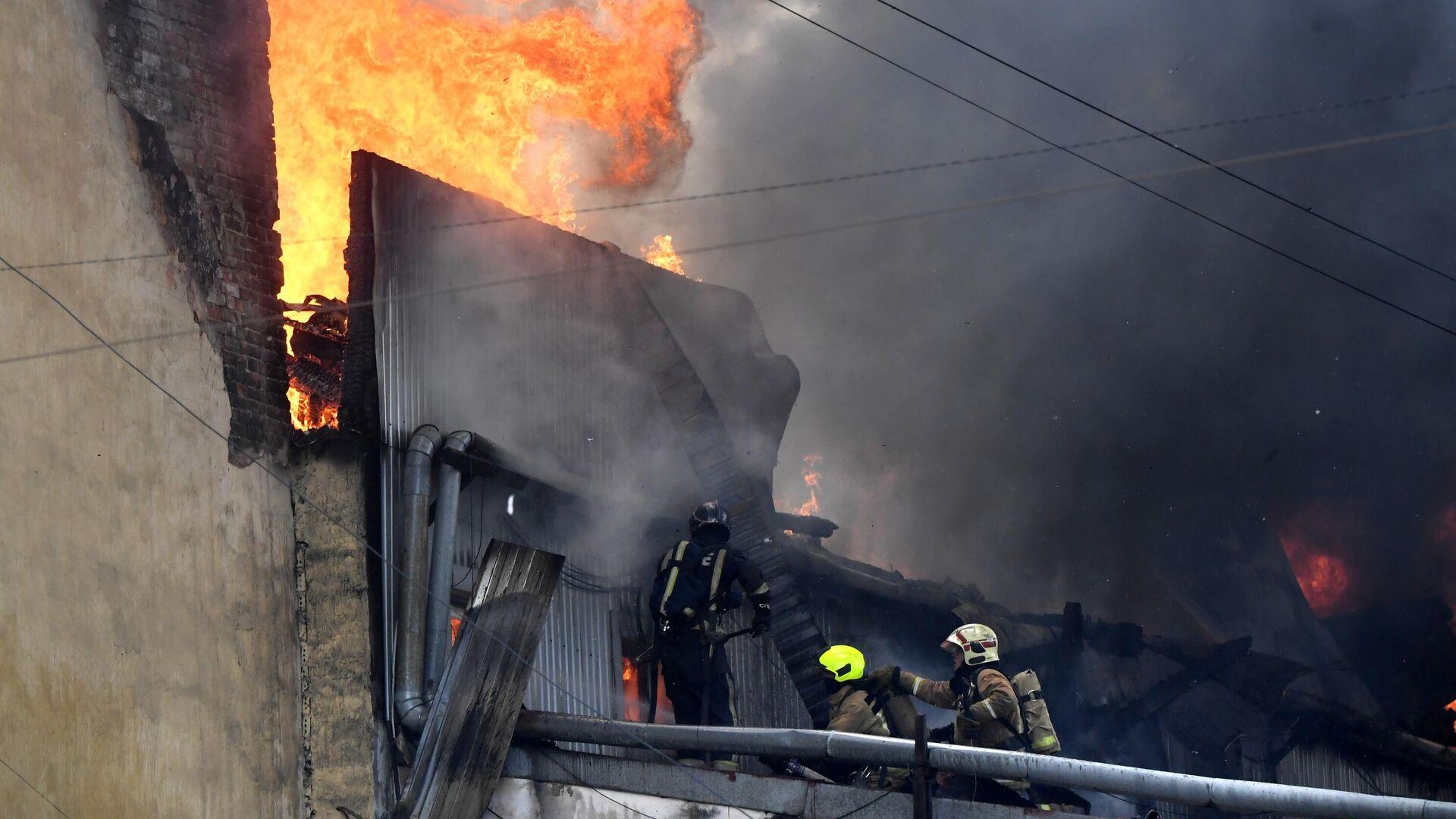 Пожар в доме на Лиговском проспекте в центре Петербурга - РИА Новости, 1920, 25.07.2021