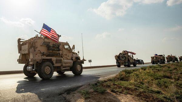 Колонна военных автомобилей США, прибывающая из северного Ирака