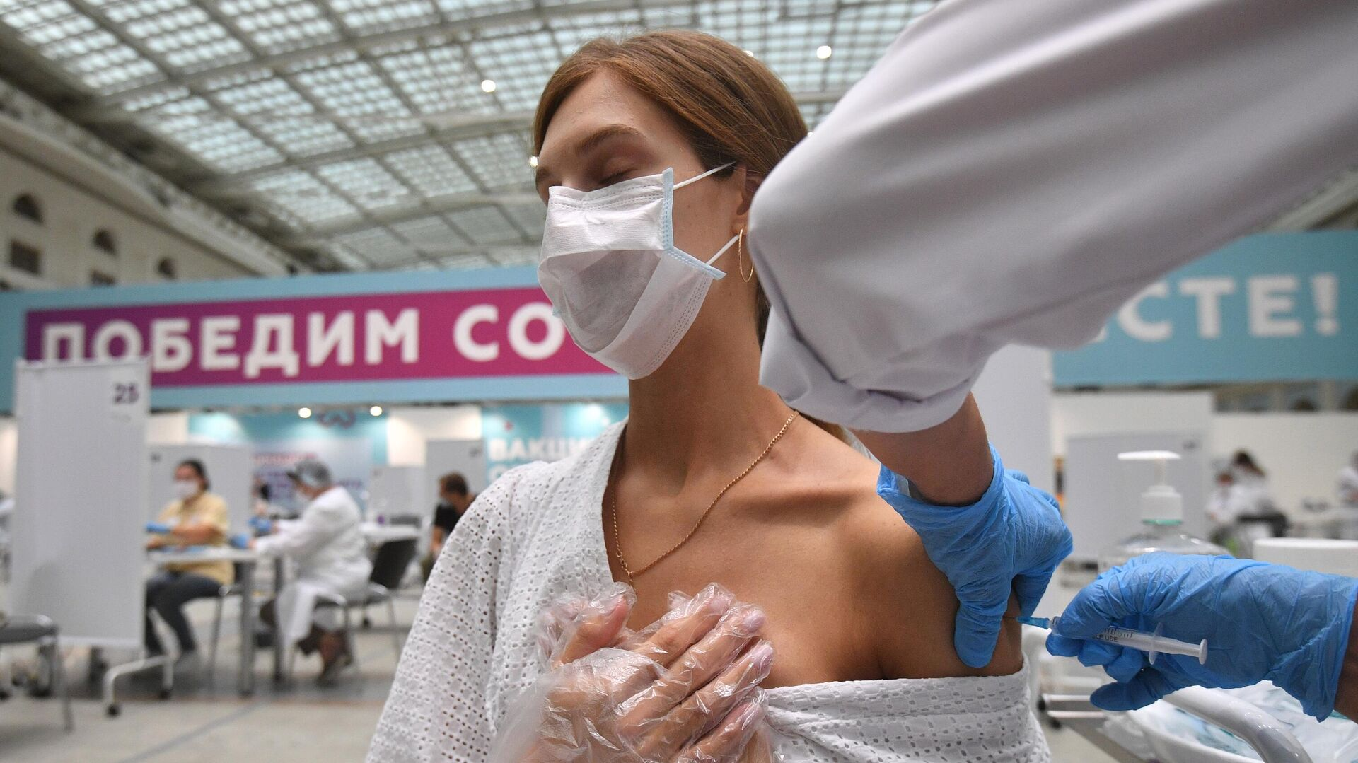 Вакцинация в Гостином дворе - РИА Новости, 1920, 29.07.2021