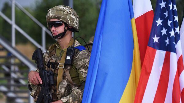 Военнослужащий на тактических учениях Три меча-2021 с участием вооружённых сил Украины и стран НАТО