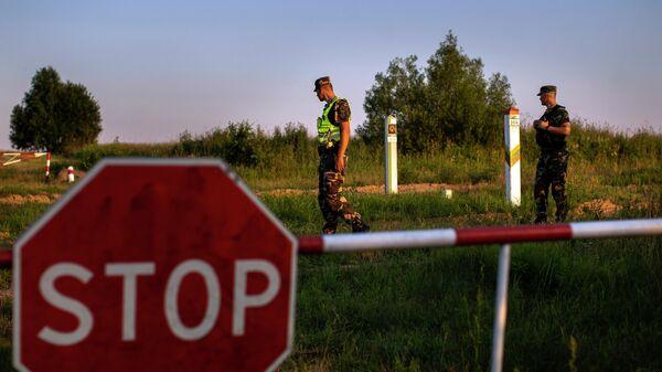 Литовские пограничники патрулируют участок на границе с Белоруссией