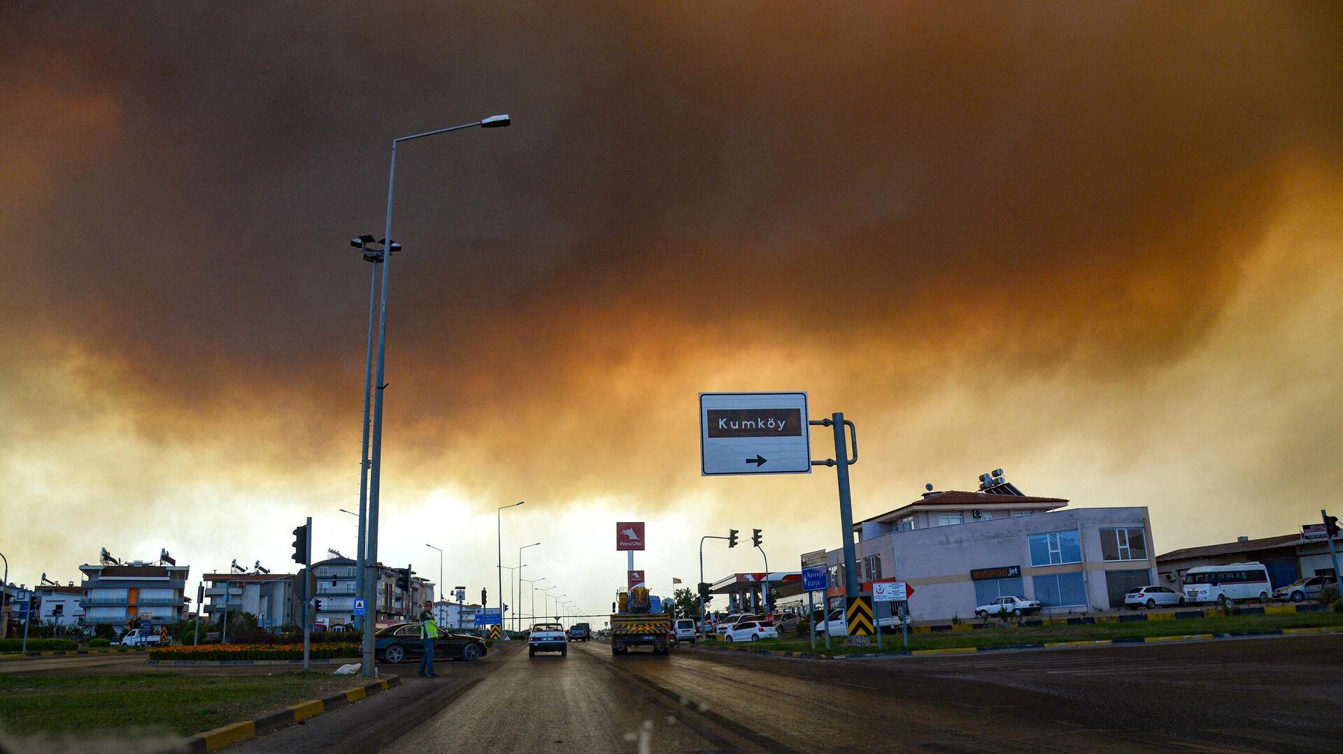 Дым от лесных пожаров в Манавгате, провинция Анталья, Турция - РИА Новости, 1920, 29.07.2021