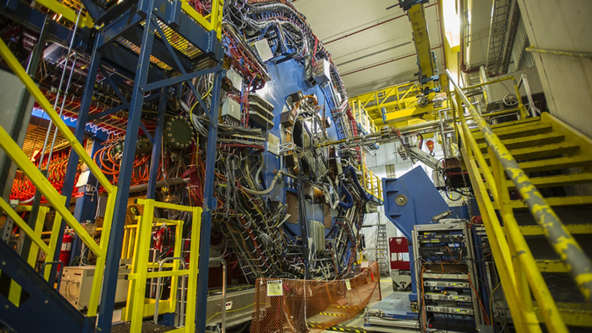 Физики впервые получили материю из чистой энергии