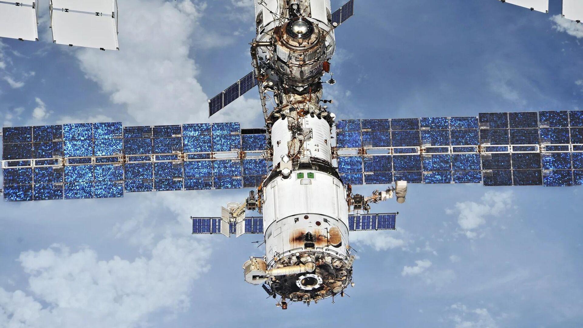 Космонавт смог поймать крышку, улетевшую во время выхода с борта МКС