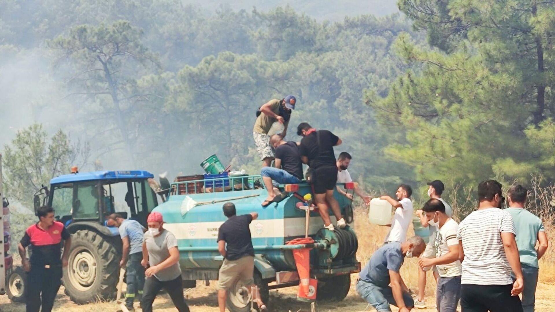 Борьба с пожарами в окрестностях турецкого города Мармарис - РИА Новости, 1920, 02.08.2021