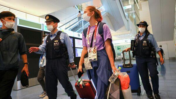 Белорусская легкоатлетка Кристина Тимановская в аэропорту Токио