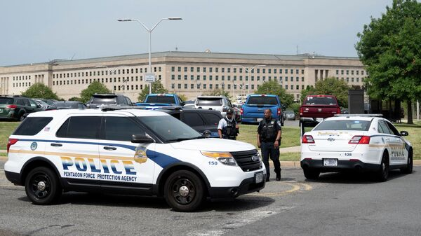 Полицейские у здания Пентагона в Вашингтоне