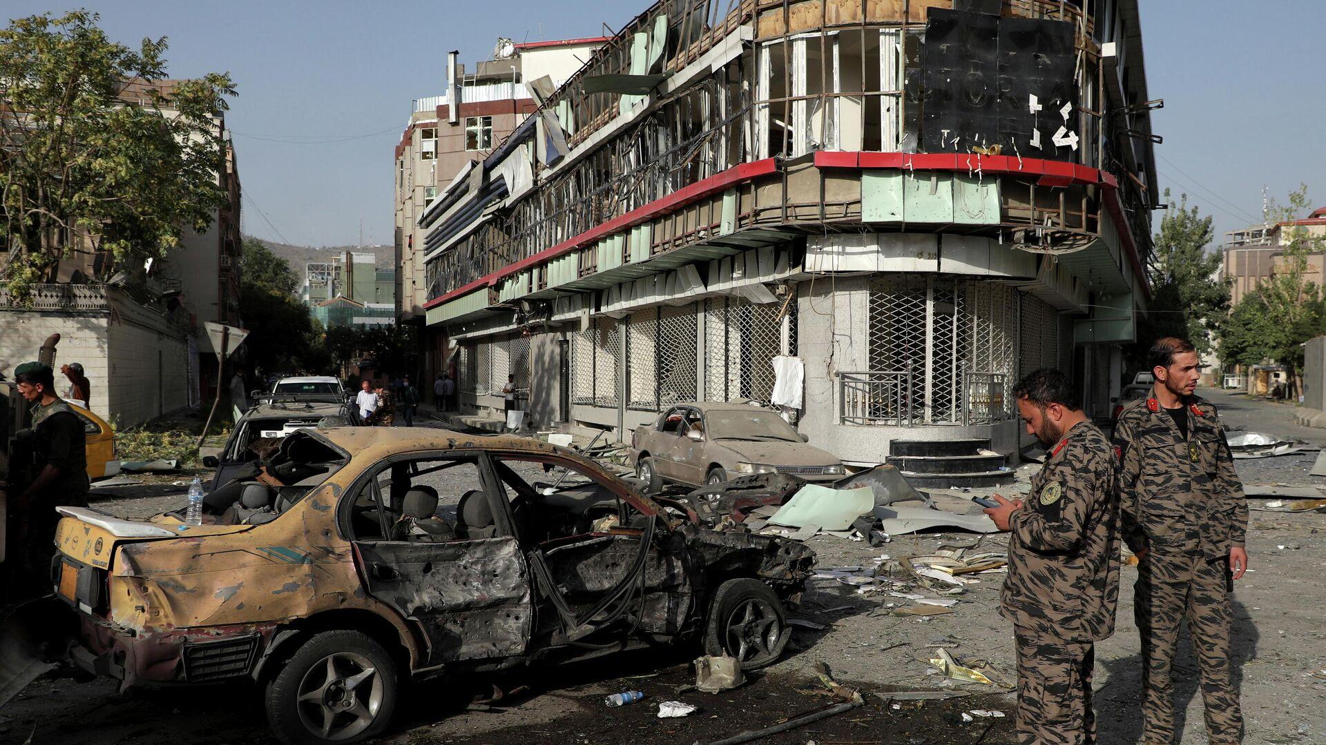 Последствия взрыва заминированного автомобиля в Кабуле - РИА Новости, 1920, 05.08.2021