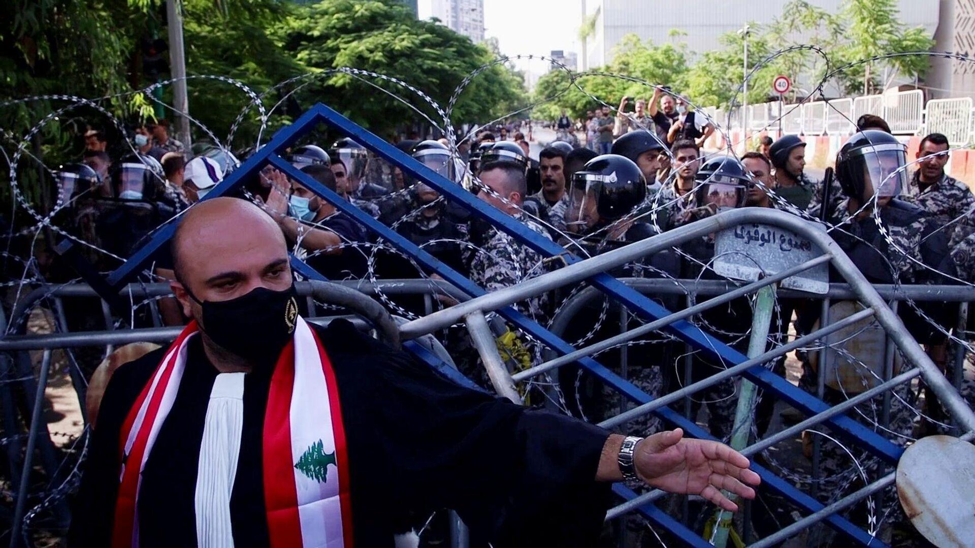 Столкновения участников акции протеста с полицией в Бейруте - РИА Новости, 1920, 04.08.2021
