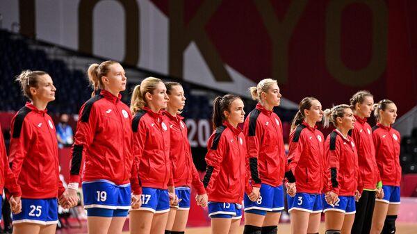 Российские спортсменки, члены сборной России (команда ОКР) на построении перед началом матча 1/4 финала соревнований по гандболу среди женщин на XXXII летних Олимпийских играх в Токио между сборной Черногории и командой ОКР.