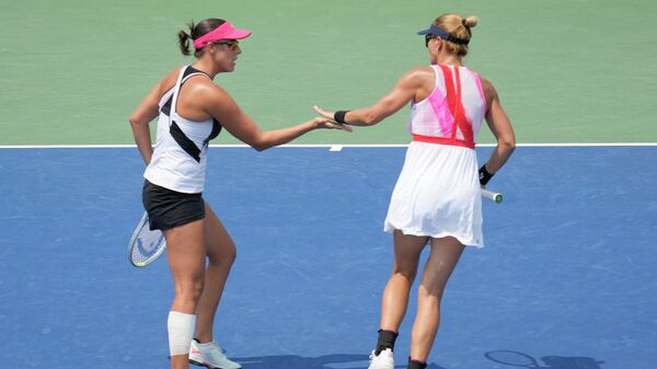 SAN JOSE, CALIFORNIA - AUGUST 07: Darija Jurak (R) of Croatia and Andreja Klepac (L) of Slovenia celebrates their play against Catherine McNally and Coco Vandeweghe of the United States in the doubles semifinals on day 6 of the Mubadala Silicon Valley Classic at Spartan Tennis Complex on August 07, 2021 in San Jose, California.   Thearon W. Henderson/Getty Images/AFP (Photo by Thearon W. Henderson / GETTY IMAGES NORTH AMERICA / Getty Images via AFP)