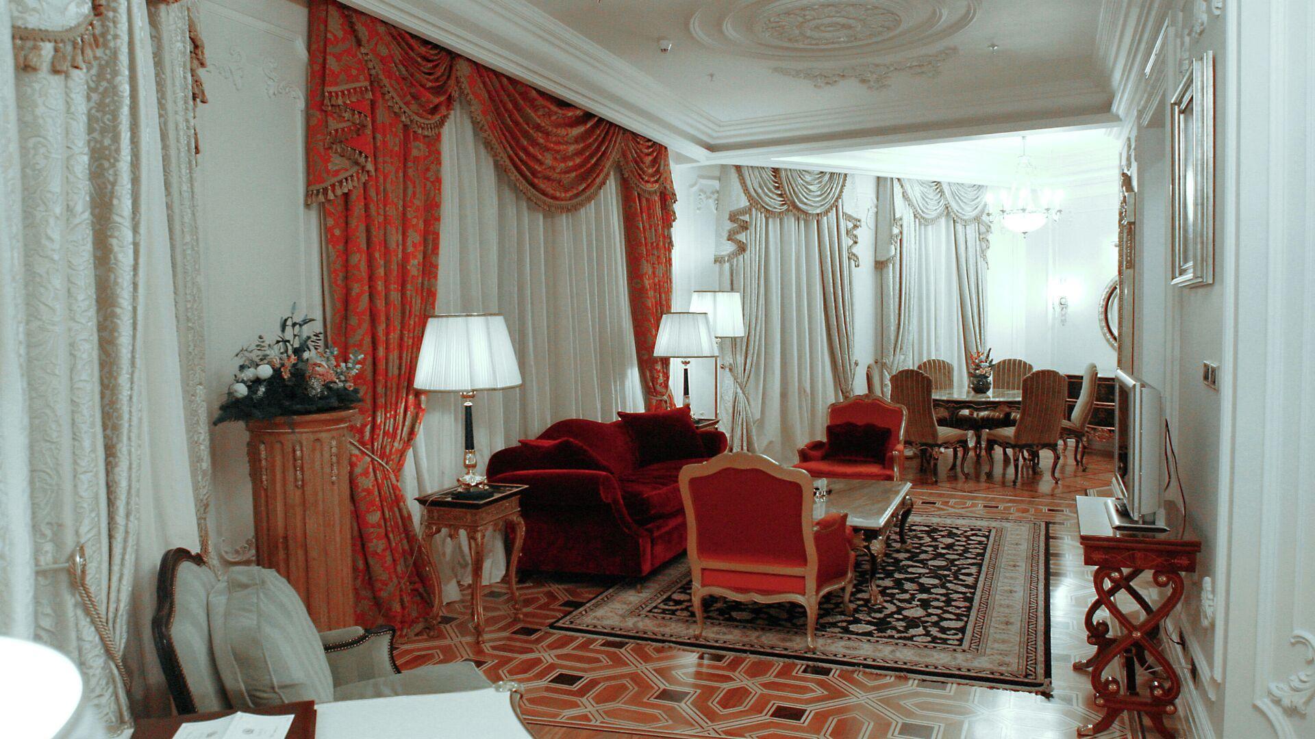 В номере бизнес-люкс отеля - РИА Новости, 1920, 09.08.2021